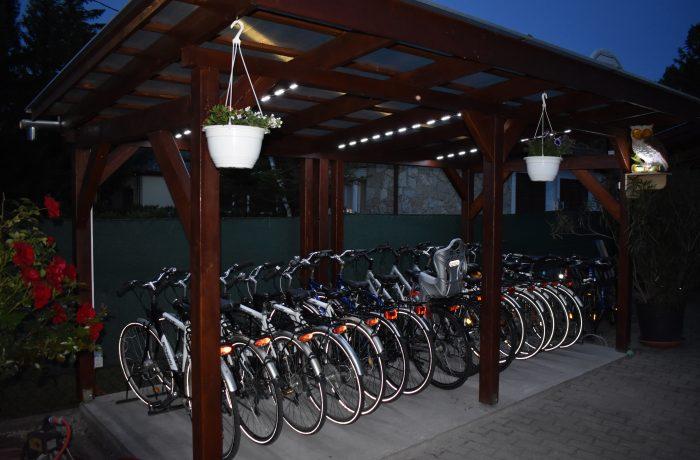 kerékpárjaink esti fényben